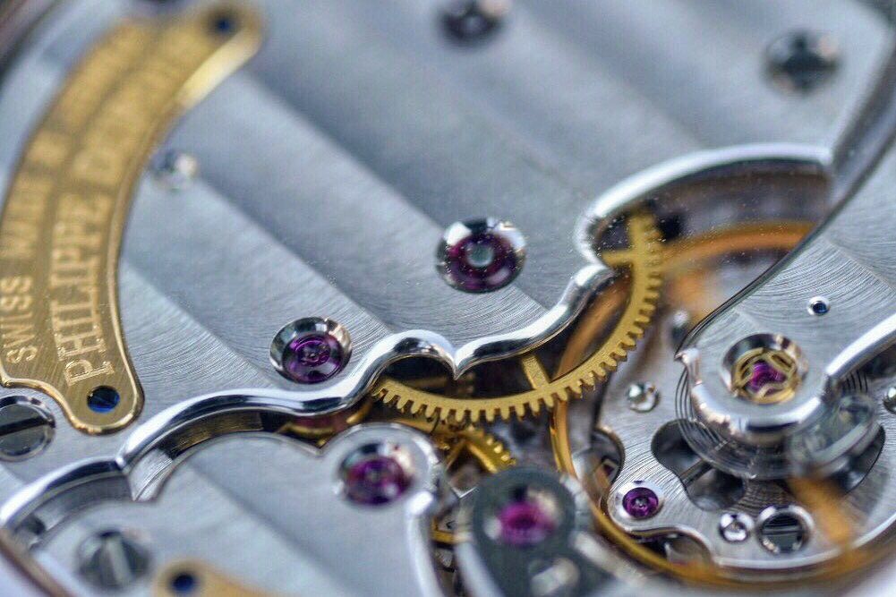 Details of the immaculate finishing on the movement. Photo courtesy of KwokKinFei (@KwokKinFei).